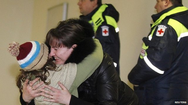 Woman hugs daughter who was passenger on Russian Emergencies Ministry flight from Beirut. 23 Jan 2013