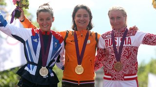 Lizzie Armitstead and Marianne Vos on the podium in London