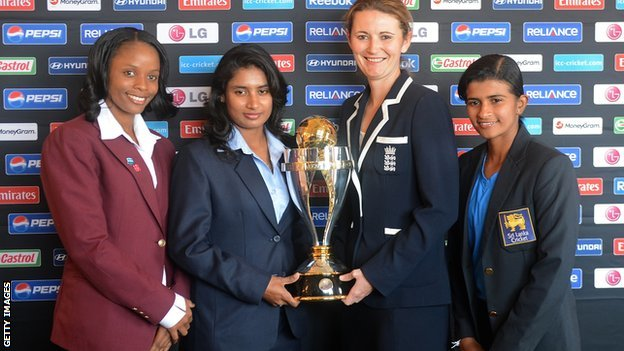 Captains Merissa Aguilleira (West Indies), Mithali Raj (India), Charlotte Edwards (England) and Shashikala Siriwardene (Sri Lanka) with the World Cup