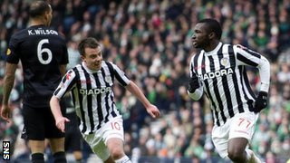 St Mirren forwards Paul McGowan and Esmael Goncalves
