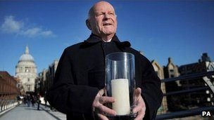 Holocaust survivor Ben Helfgott, with a candle on Millennium Bridge