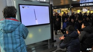 South Koreans in Seoul watch the launch (30 Jan 2013)