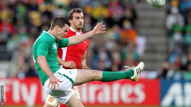 Ireland fly-half Jonathan Sexton kicks under pressure from Wales captain Sam Warburton