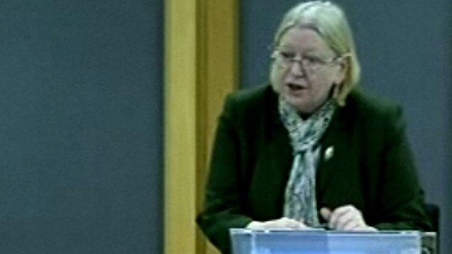 Cadeirydd y pwyllgor cymunedau Ann Jones