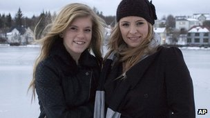 Blaer Bjarkardottir, 15, (l) and her mother, Bjork Eidsdottir (image from 30 Dec 12)