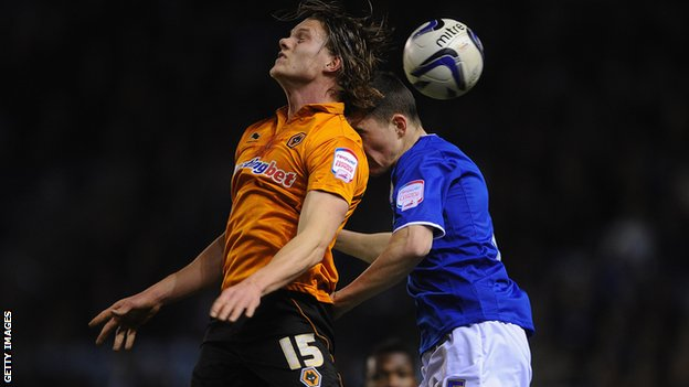 Michael Keane of Leicester (r) in action with Björn Bergmann Sigurdarson of Wolves