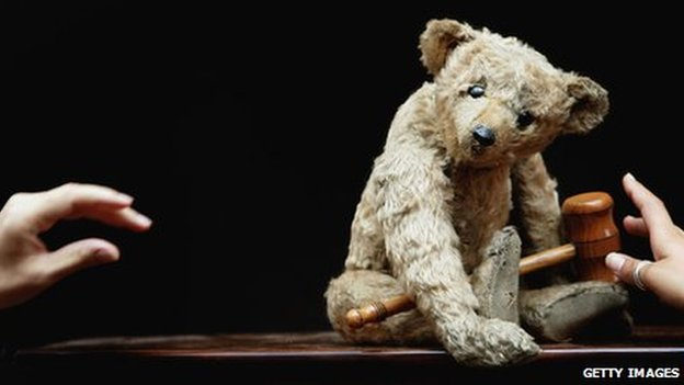 Christie&#039;s staff arrange a 1904 Steiff bear, known as Growler, which is believed to be one of the oldest teddy bears in the world
