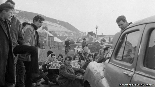 The Trefechan bridge protest in 1963
