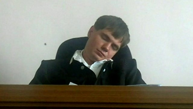 "Russian judge dismissed for ""sleeping"""