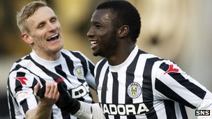 St Mirren's Esmael Goncalves (right) is in great form
