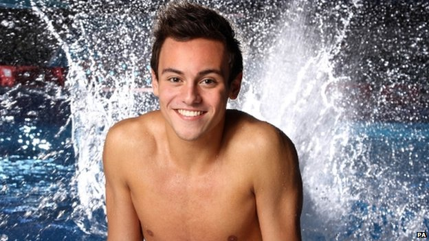 Tom Daley in front of a swimming pool