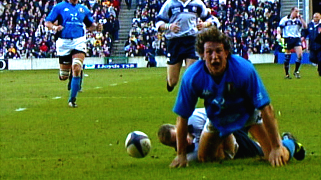 Italy flanker Mauro Bergamasco scores against Scotland in the Six Nations