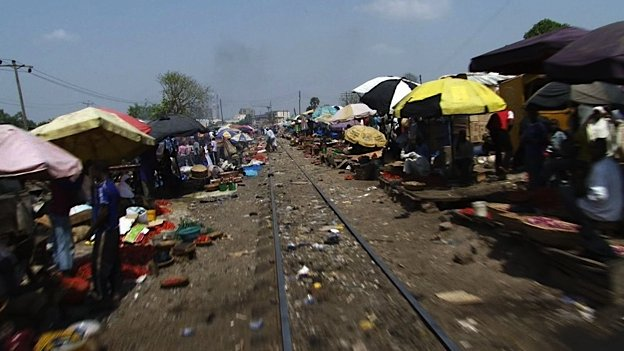 Train slices through Kaduna market