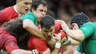 Ireland get hold of Wales scrum-half Mike Phillips