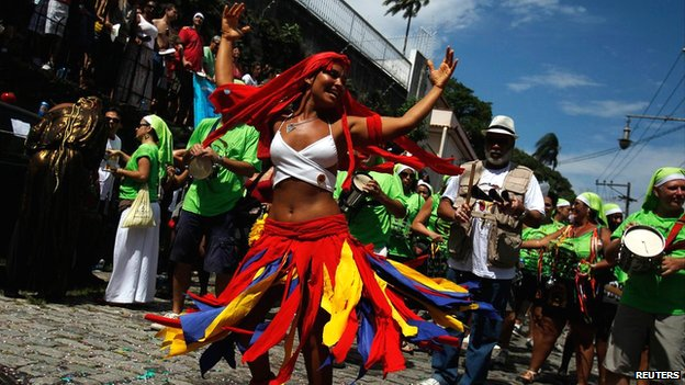 Samba for vast crowd at Rio carnival