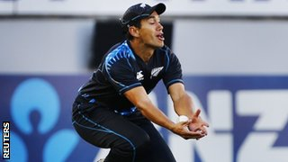 Ross Taylor drops a chance