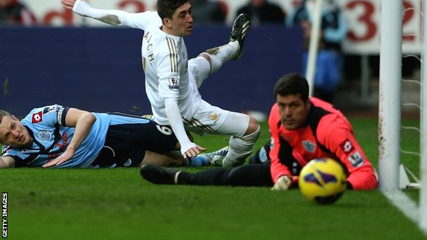 Pablo Hernandez scores Swansea's third against QPR