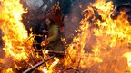 People burn incense at Yonghe Temple in Beijing (10 February 2013)