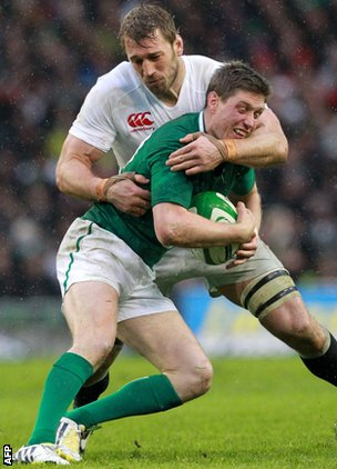 England captain Chris Robshaw wraps up Ronan O'Gara of Ireland