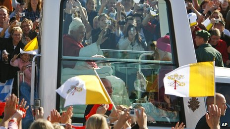 Pope Benedict in his pope mobile cheered by crowds in Bavaria, 12 September 2006