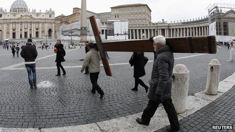 Pilgrims carry cross on St Peter's Square in Rome (11 February 2013)