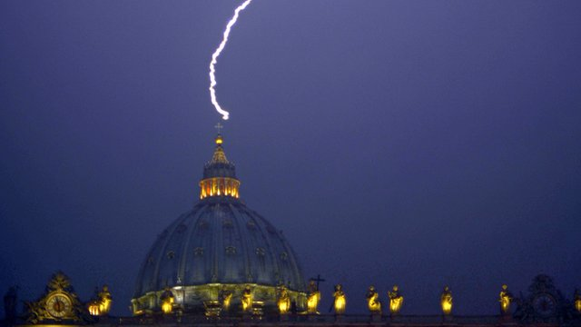Lightning hits St Peter's Basilica