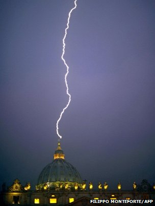 Lightning strikes St Peter's Basilica