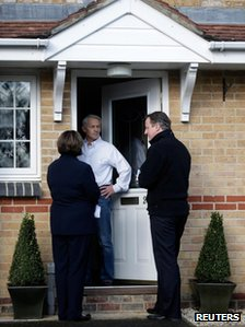 David Cameron and Maria Hutchings speak to a voter on his doorstep