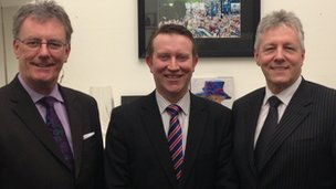 Nigel Lutton (centre) with Mike Nesbitt and Peter Robinson