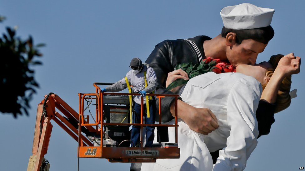 A statue of the kissing sailor is installed in San Diego