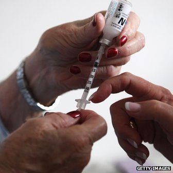 A nurse teaches a diabetic patient how to do her own insulin injections