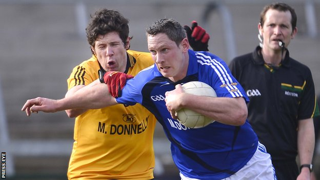 Ulster&#039;s Sean Cavanagh battles with Munster&#039;s Gary Hurney