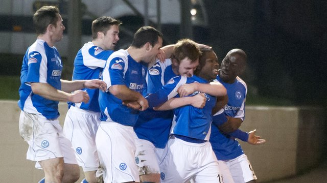 The St Johnstone players congratulate goalscorer Nigel Hasselbaink