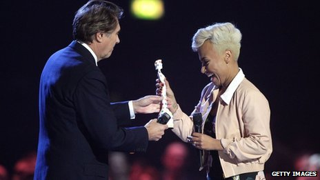 Emeli Sande received her award from Bryan Ferry