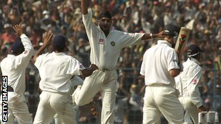 Harbhajan Singh dismisses Ricky Ponting during the 2001 series