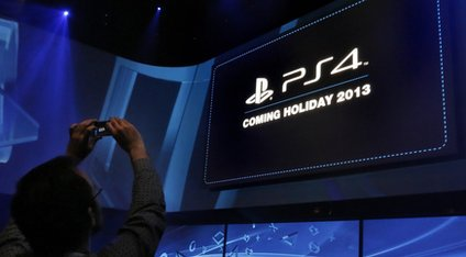The Playstation 4 should start a battle with the new Xbox before Christmas