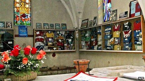 Inside the chapel at Larriviere-Saint-Savin