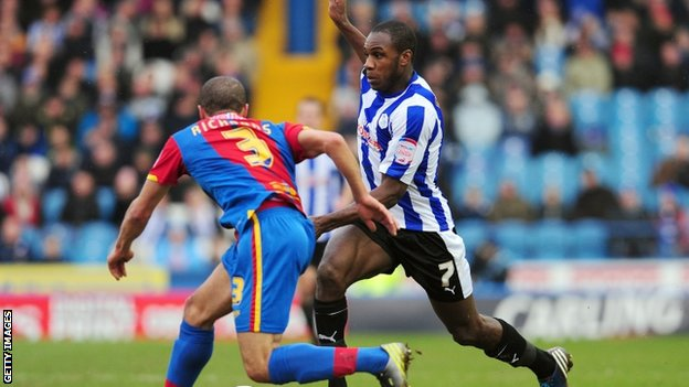 Crystal Palace&#039;s Ashley Richards (left) and Sheffield Wednesday&#039;s Michail Antonio
