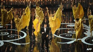 Seth MacFarlane and dancers