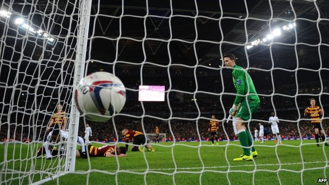 Jonathan de Guzman scores Swansea's fifth goal against Bradford City