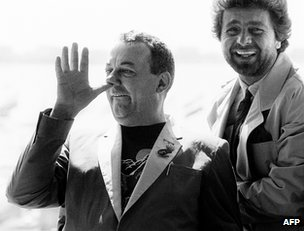 Beppe Grillo (right) with French actor Coluche at the Cannes film festival in 1985
