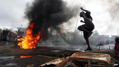 A violent protest in Kibera, Nairobi, Kenya (16 January 2008)
