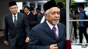 Hassan Taib (R), chief of Barisan Revolusi Nasional (BRN) in Kuala Lumpur, 28 February 2013.