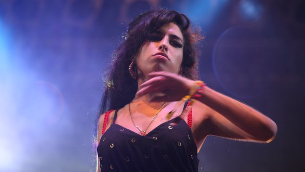 Amy Winehouse at Glastonbury in 2007