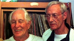 Great Train Robbers Ronnie Biggs (left) and Bruce Reynolds in 1999