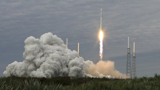 SpaceX&#039;s Falcon rocket lifts off from Cape Canaveral