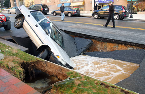 Car fallen into a sinkhole in Maryland, US