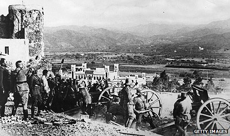 Colonial troops man gun batteries in Tetuan during the uprising in 1924