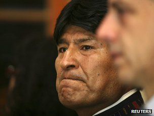 Evo Morales attends a ceremony at the Venezuelan embassy in La Paz (5 March 2013)
