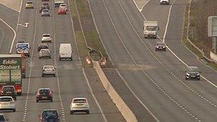 M1 motorway between junctions 32 and 33